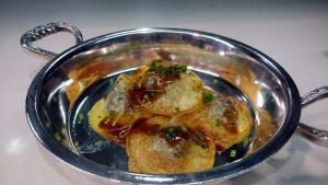 Raviolis de patata rellenos de butifarra negra y alubias del ganxet