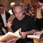 Ferran Adria firmando