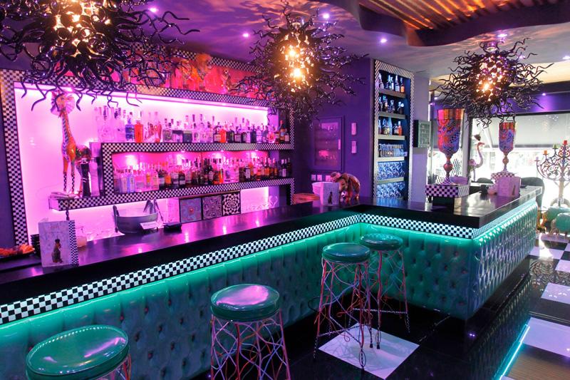 Tom 39 s bar arte y copas - Decoracion de bares de copas ...