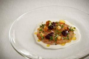 Carpaccio de Gamba con tartar de tomate y ajo blanco